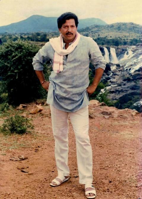 Actor Vishnuvardhan - Movies, Songs, Photo Stills and Bio.Vishnuvardhan Kannada Actor With Lion